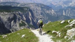 Auf dem E-Bike durch die Dolomiten