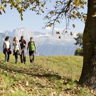 Buntes Herbsttreiben in den Dolomiten